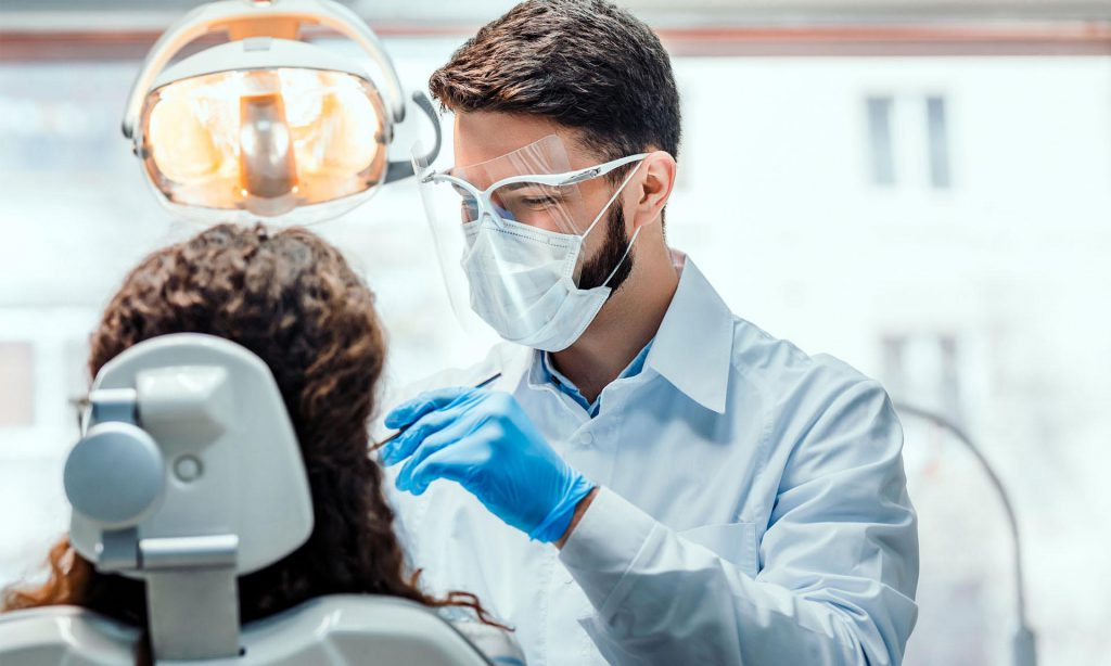 استخدام دستیار و منشی دندانپزشکی