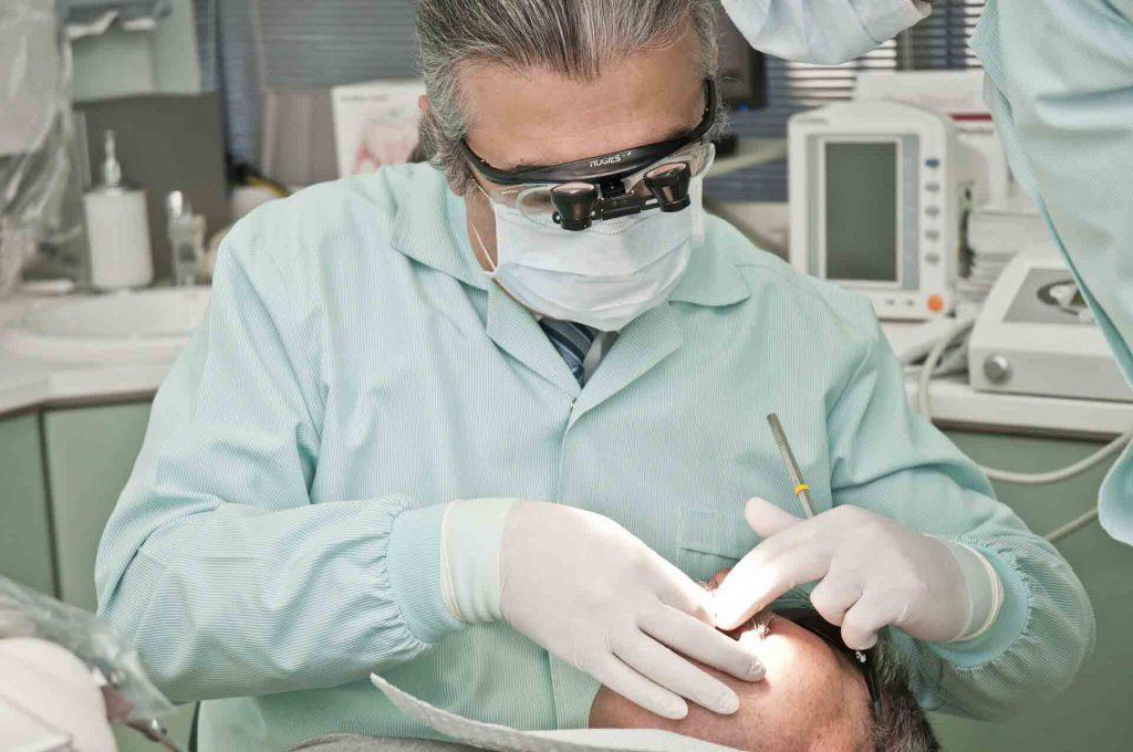 استخدام دستیار ماهر دندانپزشک