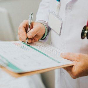 استخدام پزشک عمومی
